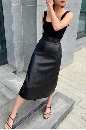 Evie Midi Skirt in Black